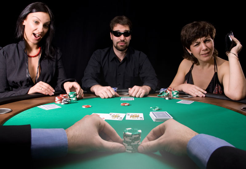 Evaluating opponents at the poker table